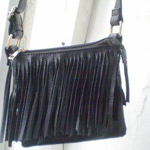 SMALL BLACK  FRINGE CROSSBODY BAG CHARLOTTE RUSSE